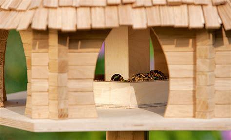 gestell für vogelhaus selber bauen vogelfutterhaus futterhaus nisthilfen selbst de