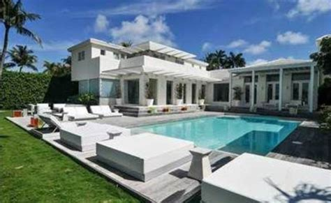 north road house miami celebrity homes shakira miami matt damon