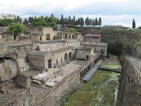 herculaneum or pompeii which is better herculaneum