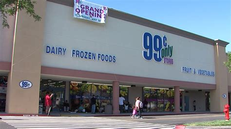 99 cent store bargain hunters line up for store s grand opening fox40