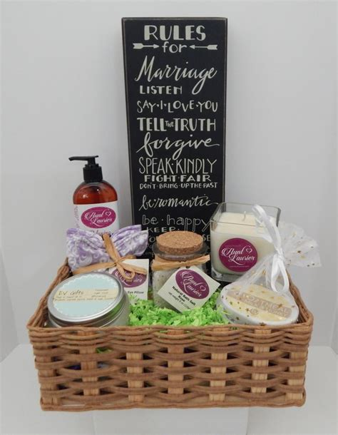 Wedding Baskets by Wedding Gift Basket Ideas For And Groom Www