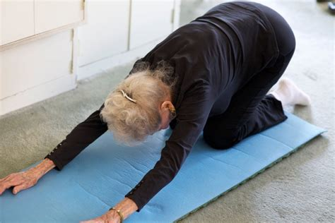 ruth is 100 years old and does pilates to keep fit i love watch 100 year old ruth doing pilates and stretches