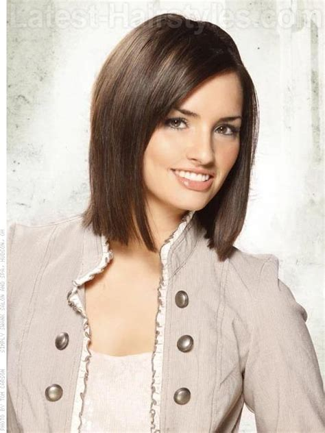 short a line bob brunette lots of volume gypsy the 36 best medium haircuts you gotta check out right now