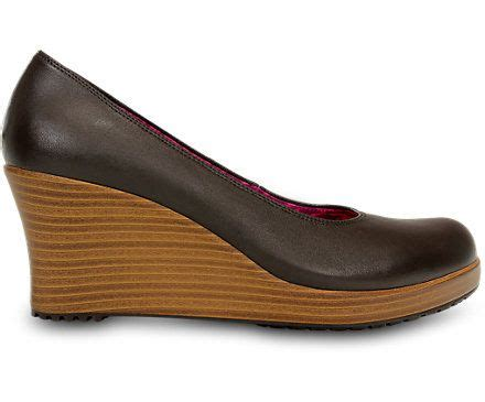 comfortable closed toe wedges best 25 comfortable wedges ideas on pinterest wedge