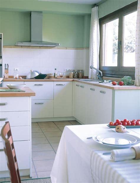 cocina en casa con una cocina con pen 237 nsula mi casa