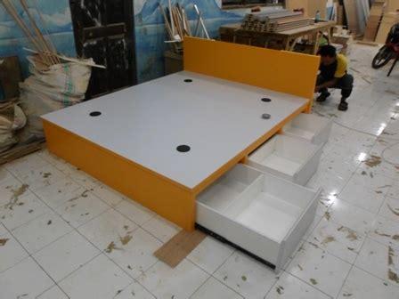 Meja Tamu Meja Ruang Tamu Kp 203 Multiplek Finishing Hpl Cokelat dipan