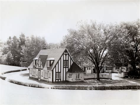the carriage house manor house history