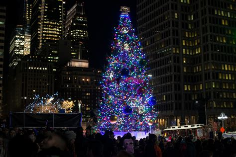 philly lights up the season with tree lighting at city