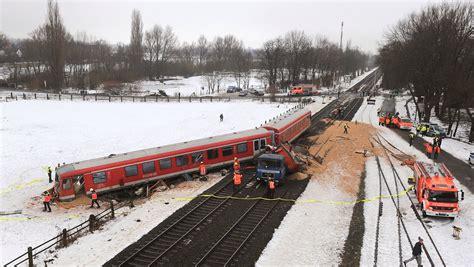 Auto Verschrotten Braunschweig by Lkw Nimmt Abk 252 Rzung 252 Ber Schienen Bahnunfall In