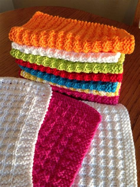 knitting ideas for presents 32 easy knitted gifts that you can make in hours diy