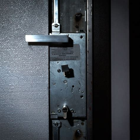 come cambiare il cilindro della serratura di una porta