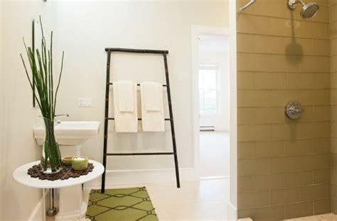 handtuchhalter f 252 rs bad 17 ungew 246 hnliche und kreative ideen - Badezimmer Handtuch Hanging Ideas