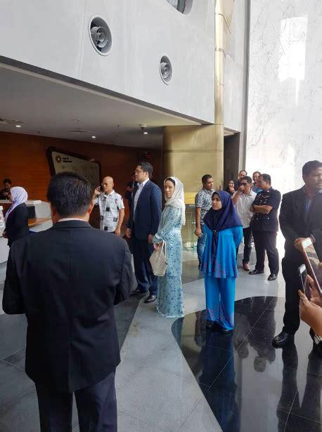 Harga Jam Gianni Versace anggun berbaju kurung ke pejabat sprm netizen siasat