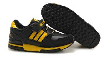 Choose kids sport shoes black yellow carefully and new fashion photo