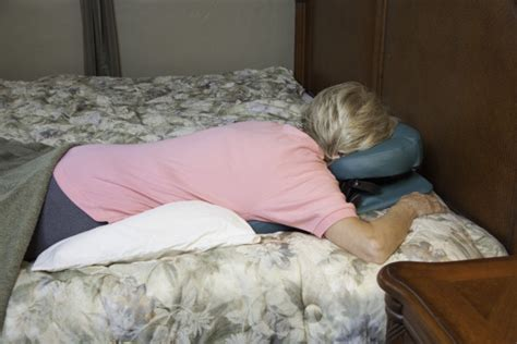 comfort solutions face down face down on bed cumception