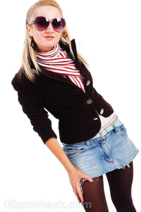 how to wear denim mini skirt