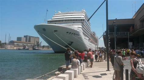 interno nave da crociera brindisi navi da crociera nel porto interno il sindaco