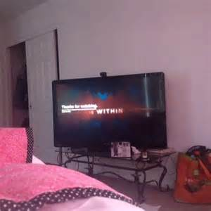 i m in bed watch courtney miriah s vine quot it s 7am i m laying in bed too tired to change the