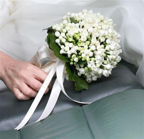 mazzolino di fiori di co wedding bouquet all made of white bouvardia