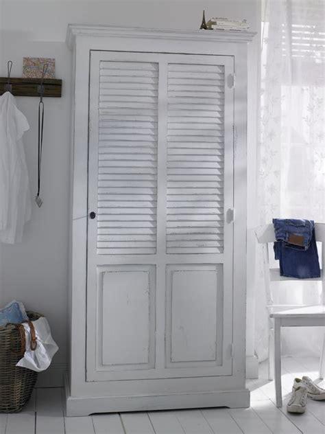 garderobe für schlafzimmer dieser kleiderschrank aus massiver kiefer besticht durch