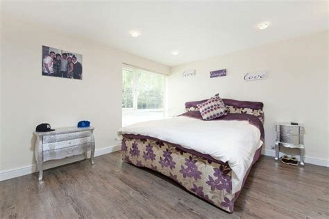 laminate flooring in bedrooms beige laminate flooring bedroom design ideas photos inspiration rightmove home ideas