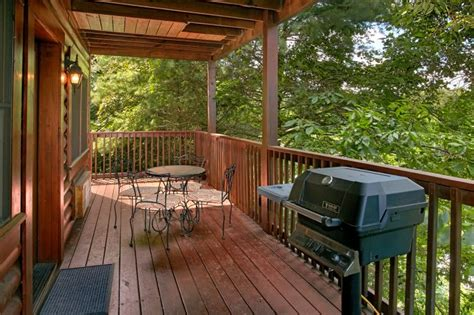 Dollywood Cabins With Pools by Affordable 2 Bedroom Cabin Near Dollywood With Pool