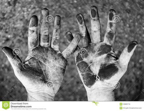 imagenes blanco y negro manos manos sucias en blanco y negro foto de archivo imagen de
