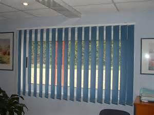 store 224 bandes verticales aubagne technic habitat