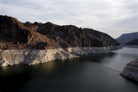 Lagie Mede lake mead quot the shrinking lake quot lake mead at historic lows pictures cbs news