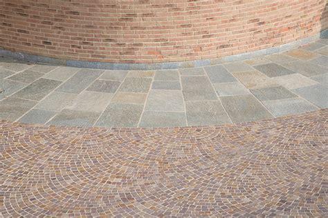 pavimento per cortili pavimenti in pietra naturale per esterni cortili e