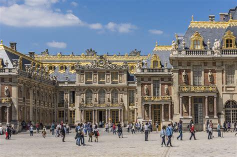 stiri interne si externe de ultima ora castelul versailles a fost evacuat din cauza unui colet