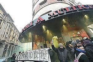 libreria degli studenti torino gli universitari occupano anche la mole dopo l assedio