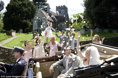 Average Money Gift At A Wedding by The Average Wedding Guest Splashes Out 163 377 On Gifts