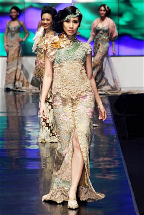 Dres Kombinasi Kebaya gaun batik avantie newhairstylesformen2014