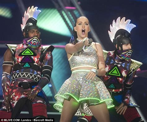 Jam Scar 511 katy perry gets nose pierced on daily mail