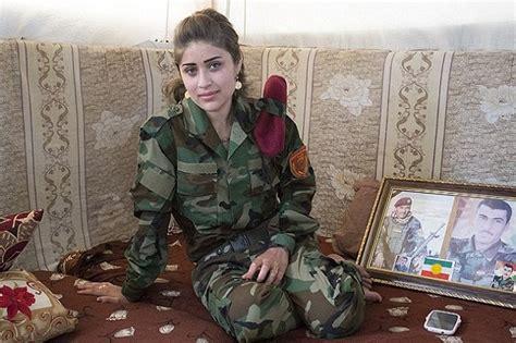 Lipstik Arab Daily lawan serdadu wanita kurdi wajib berdandan