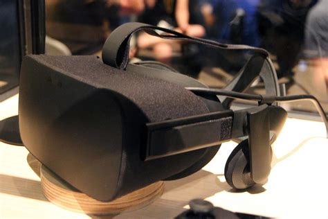 amazon oculus rift palmer luckey wants you to give oculus rift s built in