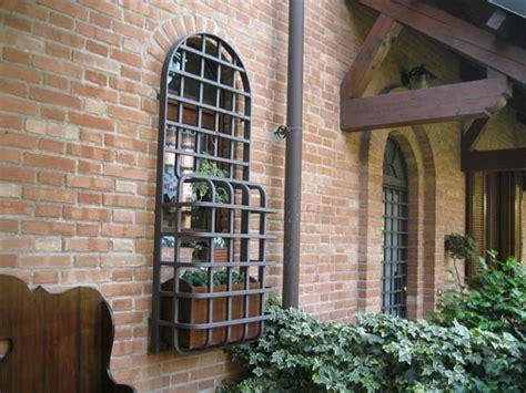 cancelli in ferro per porte finestre inferriate in ferro lombardia grate cancelli di