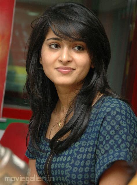 tamil heroine hair style anushka shetty latest cute stills anushka latest cute