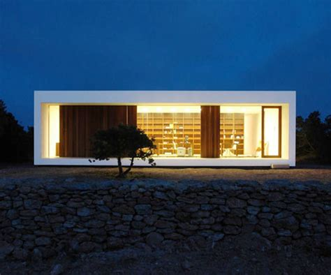 minimal home a minimal house set in scrubland in spain daily icon