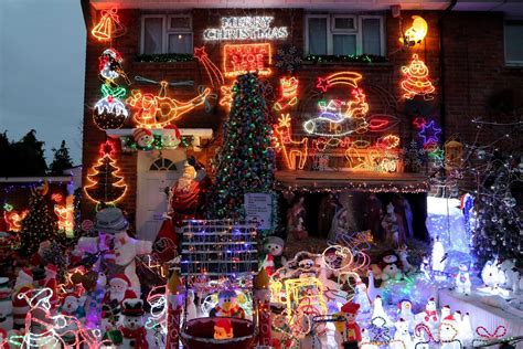 familys spectacular christmas lights display started