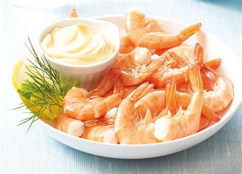 cuisiner des crevettes surgel馥s queues de crevettes cuites avec carapace 22 26 p surgel 233