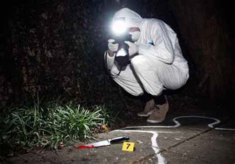 crime photography become a forensic evidence photographer
