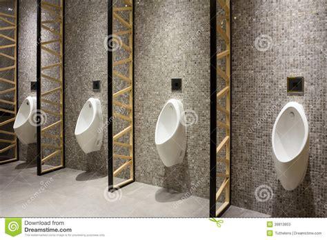 male public bathroom toalete do p 250 blico dos homens imagem de stock imagem