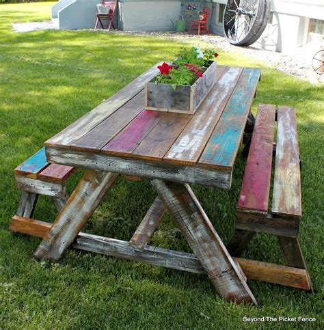 pallet picnic bench beyond the picket fence pallet picnic table