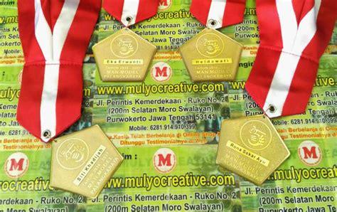 Jual Resin Lycal Murah beli medali wisuda murah pesan name tag lencana pin
