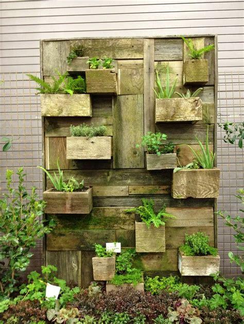 Pallet Garden Wall Reclaimed Wood Pallet Vertical Garden Wall It S Recycled