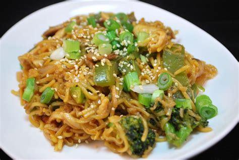 stir fried chicken chow mein savoryreviews