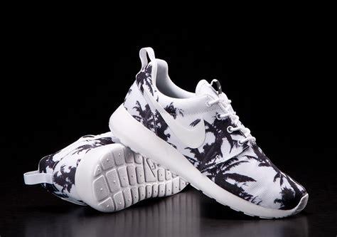 roshe run print sneaker find best prices on nike roshe run print palm trees white