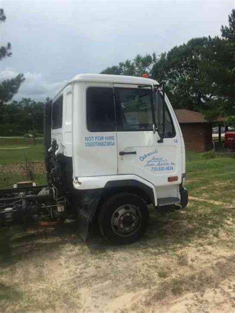 nissan utility nissan ud 2004 utility service trucks